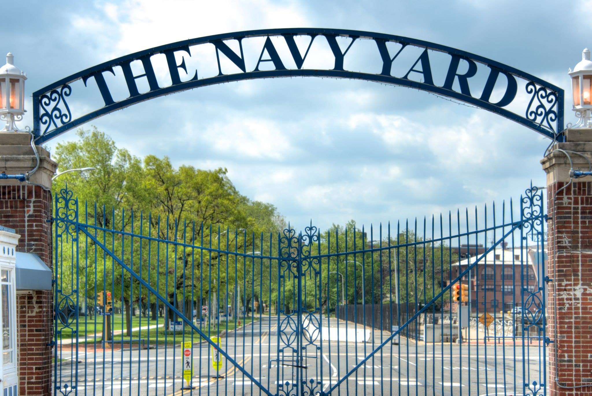 Gates_at_Philadelphia_Naval_Yard